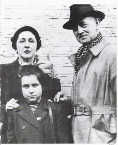 Sir Jack Drummond and his wife and daughter.