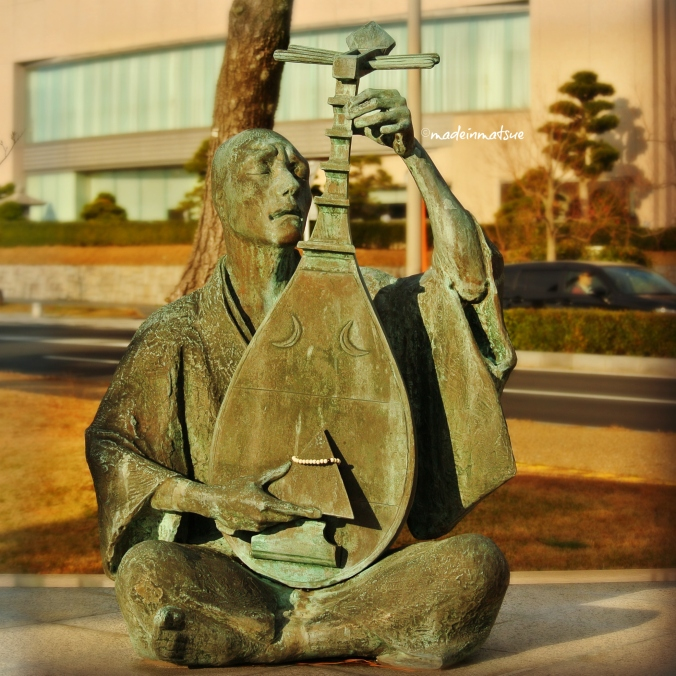 A statue of Hoichi the Earless. Source: madeinmatsue.com