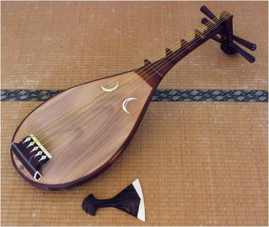 A biwa. Source:japanesestrings.com.