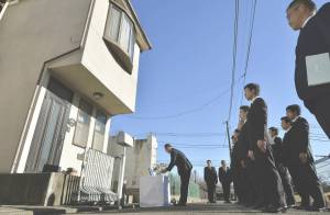 The Setagaya police offering prayers at the Miyazawa home. (Image source/credit here.)