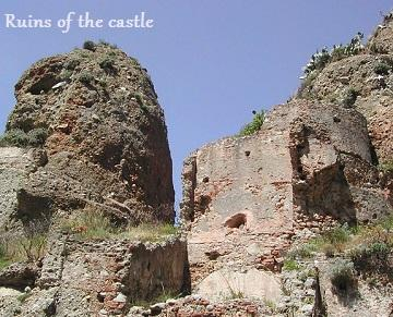 Ruins of the Alberti castle. (Image source/ credit here.)
